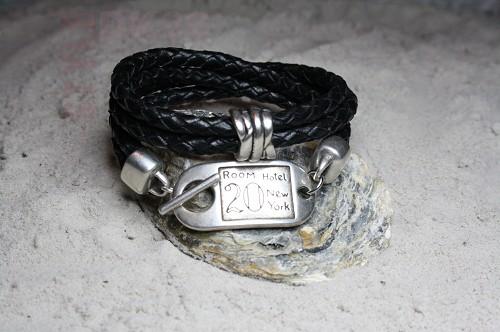 dfc178a90ce Stoere zwart leren dames armband